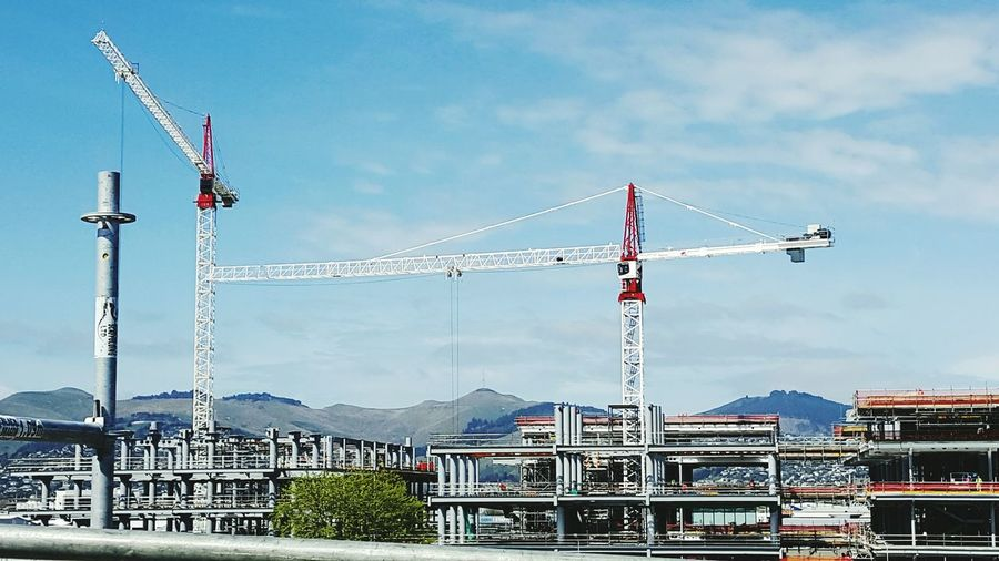 Men@work. Chch cranes rebuild