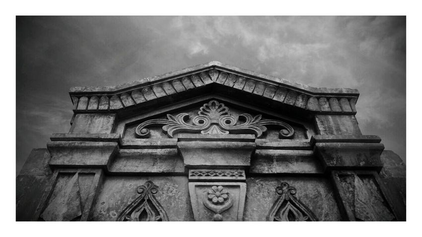 Architecture Built Structure No People Sky Day Outdoors Building Vintage Weather Building Exterior Low Angle View Sculpture Mardin Mardintravel Mardin's Street Mardin Kiz Meslek Lisesi Mardingezi Mardin Sokakları Mardin Midyat Midyat Türkiye