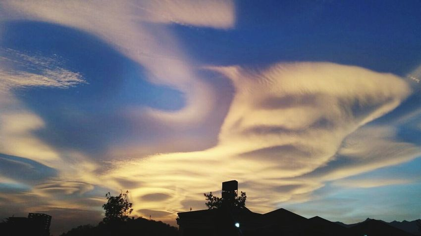 The mask in the sky⛅ #Mask #maschera #cielo #nubes #blancoynegro #farola #cielo #cielos  #máscara Cloud - Sky Silhouette Sunset Outdoors No People Sky Day Nature