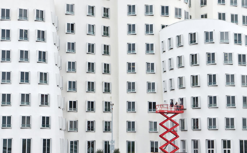 Building Exterior Built Structure Architecture Building City Window White Color Residential District Apartment Minimal Urban Geometry Urban Landscape Minimalism Work In Progress Working Lines Lines And Shapes White Streetphotography Street Photography City Life Modern Architecture Modern Outdoors See The World Through My Eyes EyeEm Best Shots EyeEm Gallery EyeEm Selects Germany Düsseldorf The Art Of Street Photography The Architect - 2019 EyeEm Awards