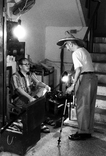 老鄰居 Blackandwhite Black And White IPhoneography Snapseed Neiborhood Oldman Oldfriends Friendship Streetphotography