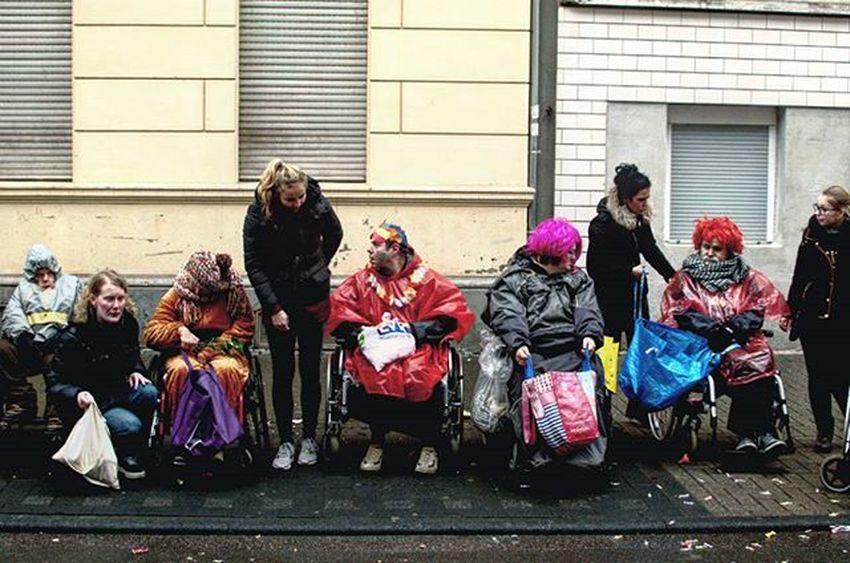 Warten auf Kamelle Köln Alaaf Karneval Mülheim Veedelszoch