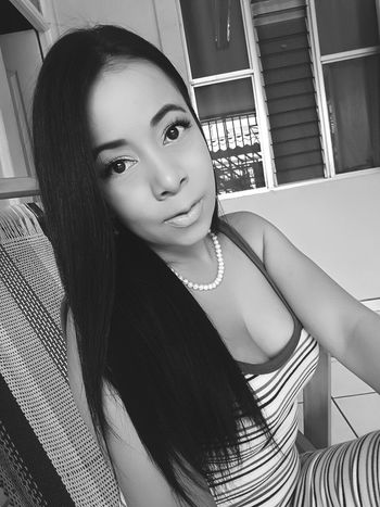 Blackandwhite Beauty Selfietime Latinas Photooftheday Women Around The World Looking At Camera Photos Indoors  Costa Rica Home Blackhair Faces Of EyeEm Welcome To Black Welcome To Black The Portraitist - 2017 EyeEm Awards