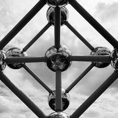 Atomium. Part 2. CaminandoBruselas Latepost