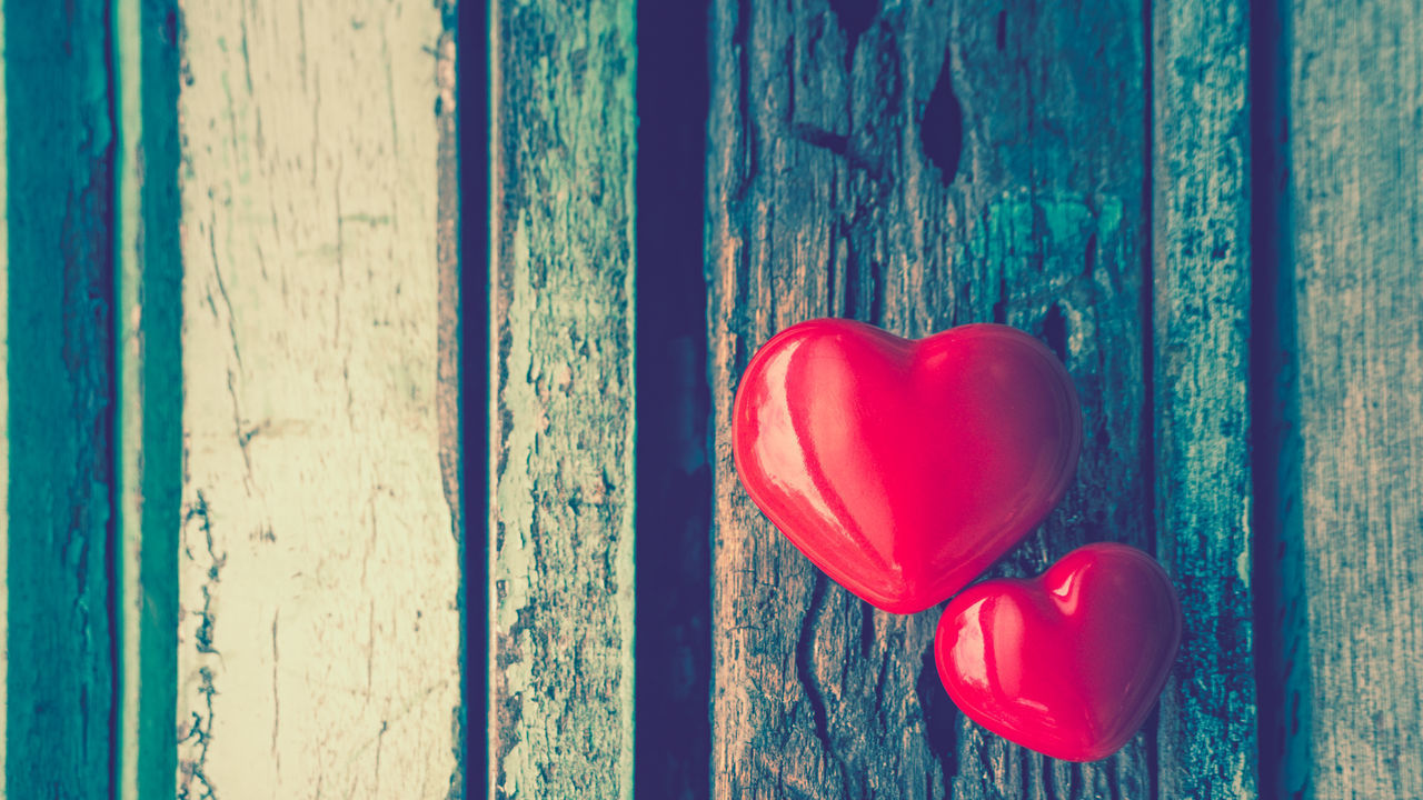 CLOSE-UP OF RED HEART SHAPE ON WINDOW