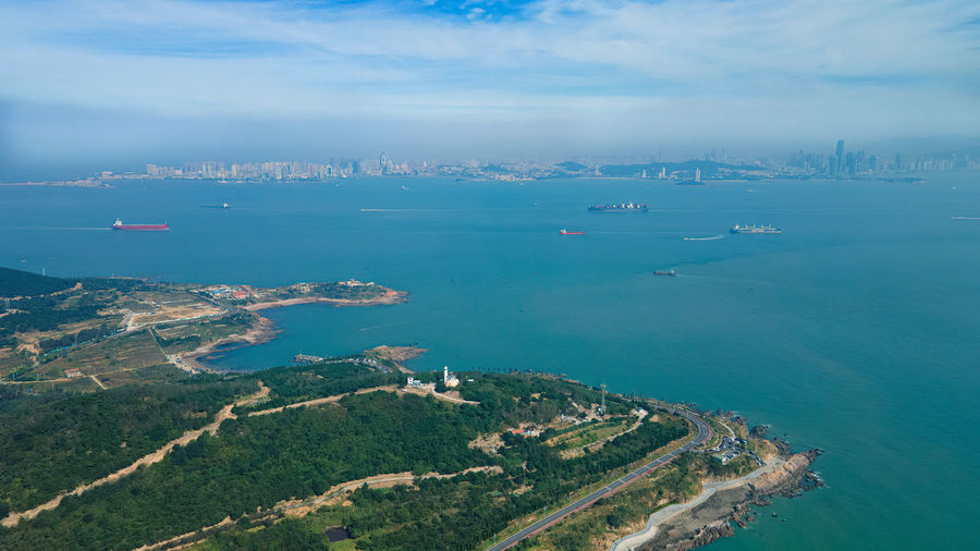 It is located on the southern coast of the shandong peninsula in east china