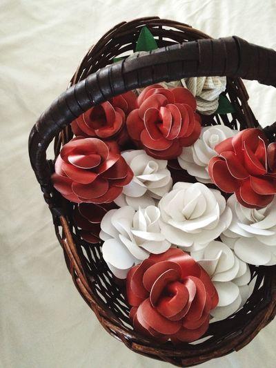 Basket Basket Of Flowers 🌷 Roses Paper Roses Paper Rose Paper Flowers Paper Flower Red Roses White Roses