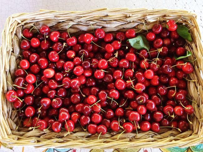 Kirschen  Cherry Sweet Food Sweet EyeEm Nature Lover Obst Fruits EyeEm Best Shots EyeEm Gallery EyeEm Best Edits Korb Czereśnie Rot Red Ipadphotography Ipad