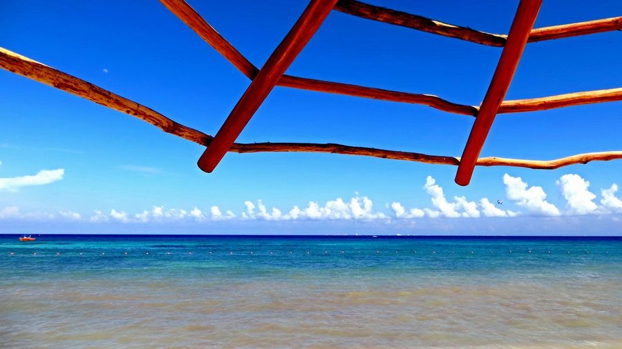 Scenic view of caribbean sea against blue sky during sunny day