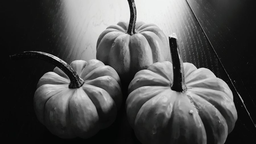 Monochrome Photography TakeoverContrast Pumpkins Food Fall Food Halloween Close-up Indoors  Vegetable No People Freshness Still Life Pumpkin Thanksgiving Fall Table Decor Mini Gords Beautifully Organized Black And White Photo Of Mini Pumpkims On Dark Colored Table