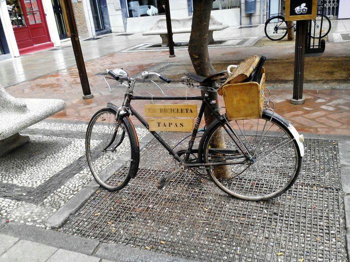 Españoles Y Sus Fotos España SPAIN Granada Noedit Nofilter Tapas Bar Tapas Objects Objetos Bicicletas Bycicles