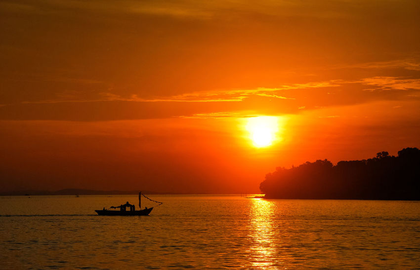 Sunset Sea Silhouette Orange Color Travel Tourism Vacations Gold Colored Sailing Scenics Sailing Boat EyeEm Best Edits Sea Life Ship EyeEm Selects Sailing Ship Travel Destinations Penyengat Island Stockphoto Decorative Ship Boats⛵️ Landscape Eyeem Select Tropical Climate PenyengatIsland