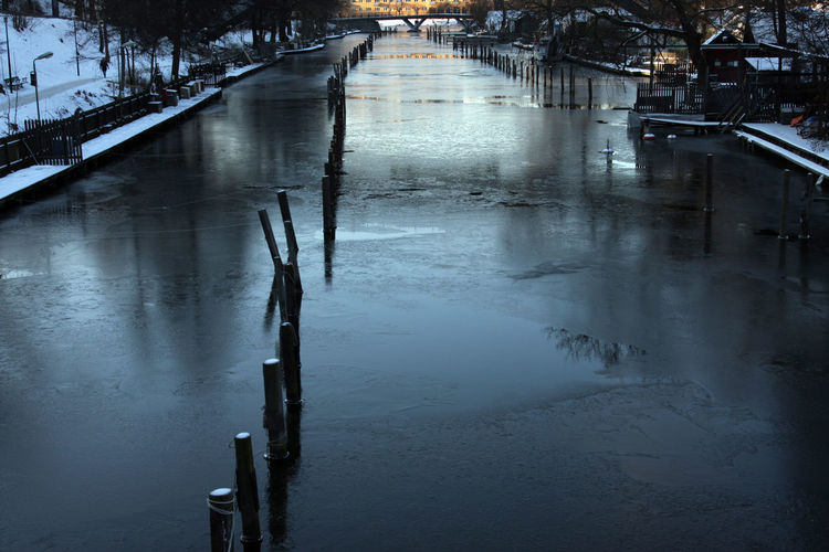 Canal Cold Dark Frozen Water It's Cold Outside Pales In The Water Reflection Wintertime ıt's Cold Outside