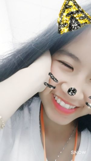 Hí mà còn nhắm mắt 😅😅😅😅 Fashion Fashion Model Arts Culture And Entertainment Togetherness Smiling Long Hair Black Hair 很可爱 Happiness Pink Color One Person Công Cuộc Kiếm Cơm Lifestyles Cute Looking At Camera Young Women Beautiful People Fashion Beautiful Woman 好了