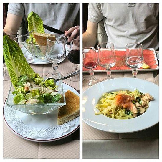 Estar en Paris y acabar comiendo en un italiano... Ensalada Cesar Tallarines y Carpaccio at bistroromain yummy