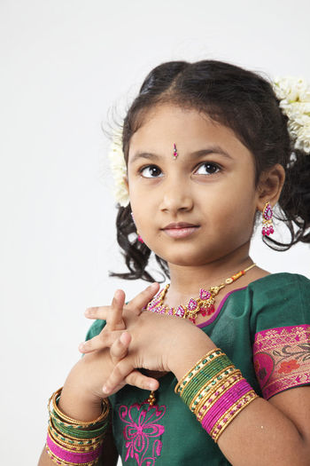portrait of malaysia indian ethnicity celebrating deepavali Asian  Diwali Females Happiness Indian Innocence Traditonal Clothing Bangle Childhood Cute Deepavali  Elementary Age Hairstyle Holding Indoors  Jasmine Flower Malaysia One Person Portrait Pre-adolescent Child Sari Smiling Studio Shot Traditonal Festival Women
