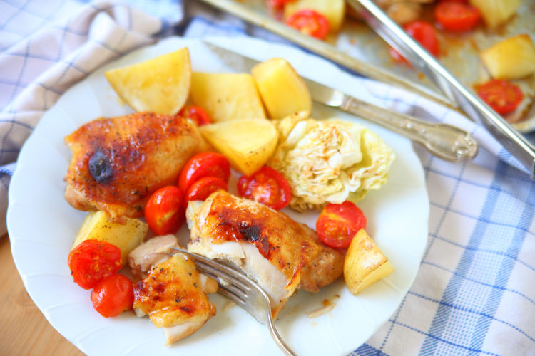 Roast chicken, potatoes and cherry tomatoes supper Dinner Home Cooking Homemade Food Natural Light Textures Chicken Thighs Colorful Dishcloth Food Fork Freshness Healthy Eating Indoors  No People Portion Ready-to-eat Roast Chicken Sheet Pan Dinner Studio Shot Supper Table Knife Tasty Tongs White Plate