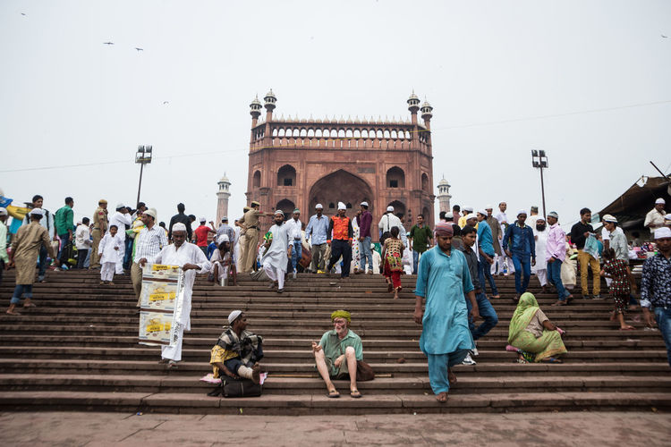 scene of massive crowd at jama masjid in old Delhi, Delhi, India Crowd Delhi DelhiGram India Travel Indian Culture  Indianstories Indiapictures JamaMasjid Landmark Life Masjid Muslim Olddelhi Religion Snapshot Street Photography