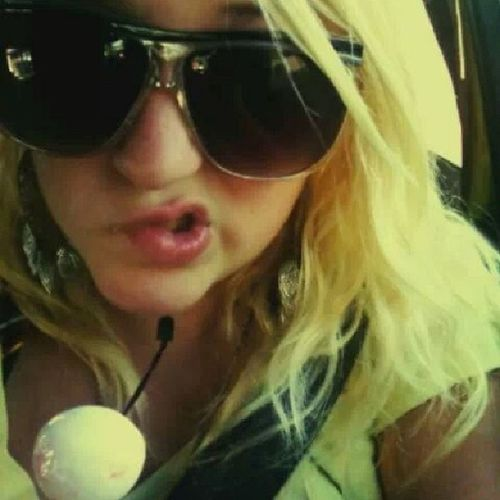 Yea.. so I have always been Crazy ... this is a Oldpicture from a Roadtrip a long time ago... Thattanthough okay... well just so y'all know my caziness didnt happen overnight. countrygirl southerngirl single wcw hugeglasses tan kik kikme ellaesloca