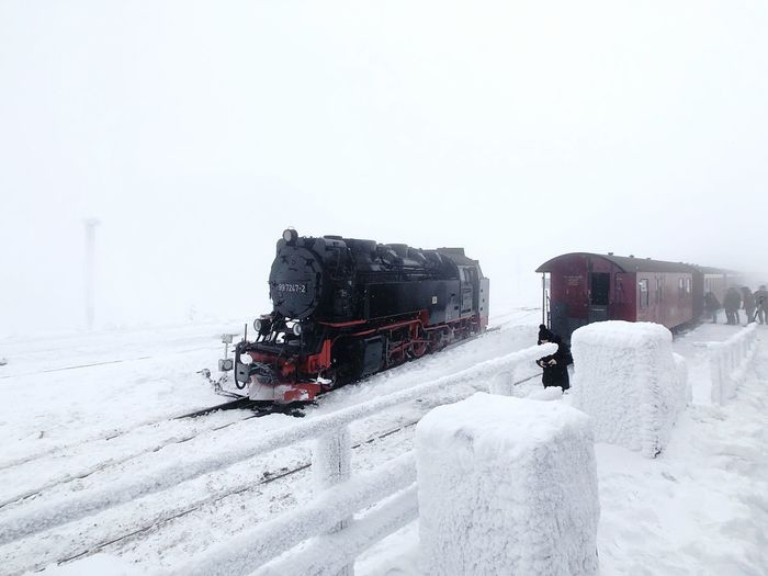 Dampflok auf dem Brocken Snow Winter Cold Temperature Land Vehicle Sky Transportation Nature Motor Vehicle Outdoors Extreme Weather Building Exterior Clear Sky Day Covering No People Architecture Frozen Copy Space White Color Mode Of Transportation