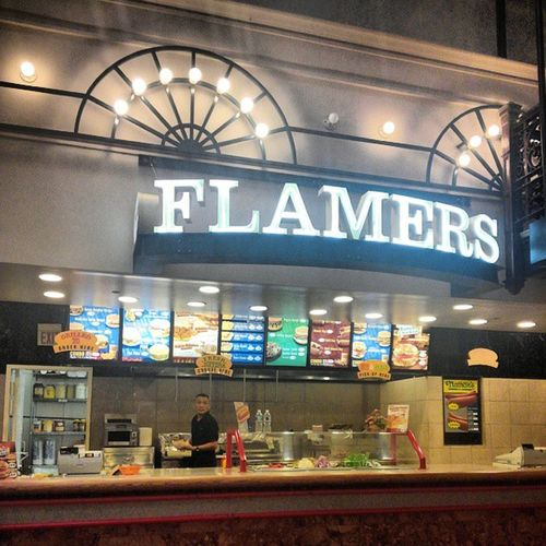 This Spot Right Here Has Some of The BEST Burgers One Could Ask For... Flamers DaBourseBuilding Phillylove OldCityFLOW