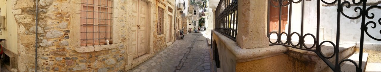 Yvan Moallic - Ymo Kalymnos Kalymnos 2018 Absence Alley Architecture Building Building Exterior Built Structure City Day Graffiti History Kalymnosisland No People Old Outdoors Panoramic Residential District Sunlight The Past Town Wall - Building Feature Wrought Iron