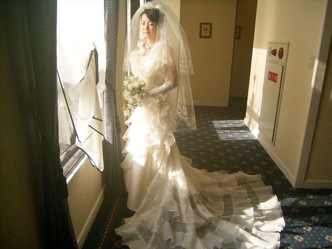 花嫁 Indoors  One Woman Only Adult One Person Adults Only Wedding Dress Only Women Old-fashioned People Bride Women Beauty Young Women Pleading Young Adult Day