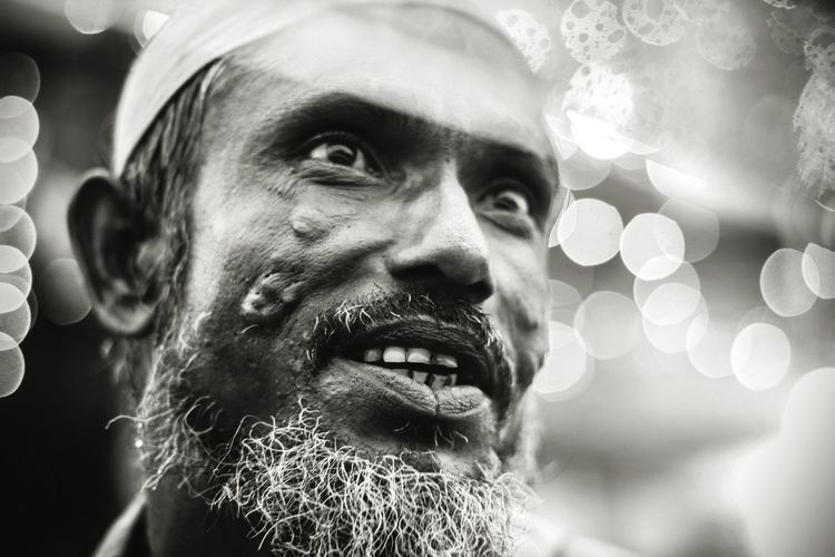Black and White Dreams Window Long Goodbye City Life Begger Outdoors Day Men Headshot Adult Human Face Only Men One Person Portrait One Man Only Close-up Lowlight City Real People Beard Chittagong Bangladesh The Photojournalist - 2017 EyeEm Awards