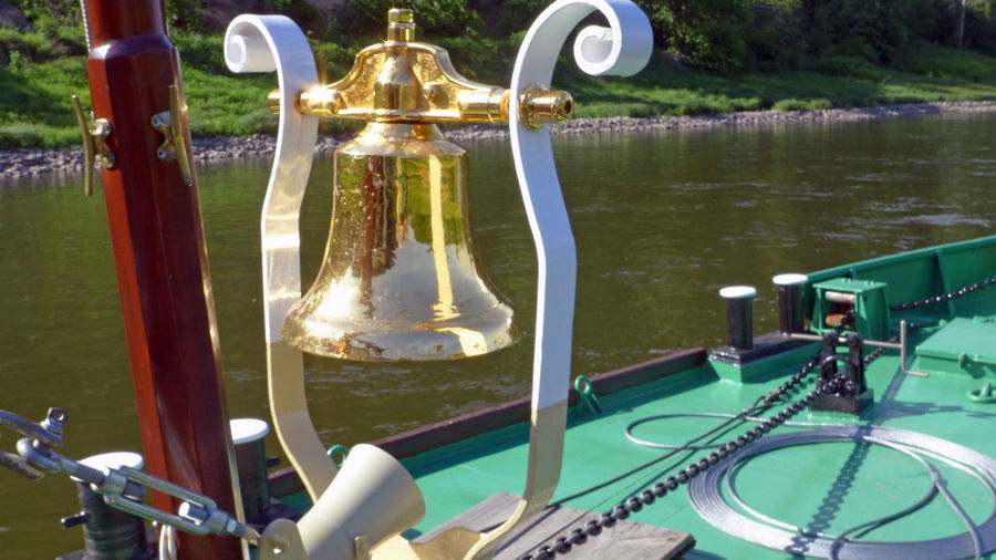 Auf der Elbe Bell Boat Campana Elbe Ferry Elbe River Glocke Golden Golden Bell Mode Of Transport No People Part Of Pole Rippled River Scenics Shipbell Tourism Tranquil Scene Travel Destinations Water