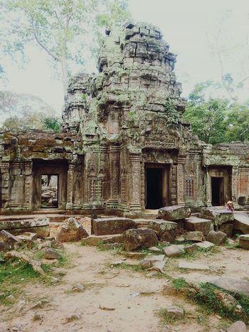 Inner structure of Ta Phrom temple. Tglcambodia Thegivinglens Taphrom Tombraider Temple