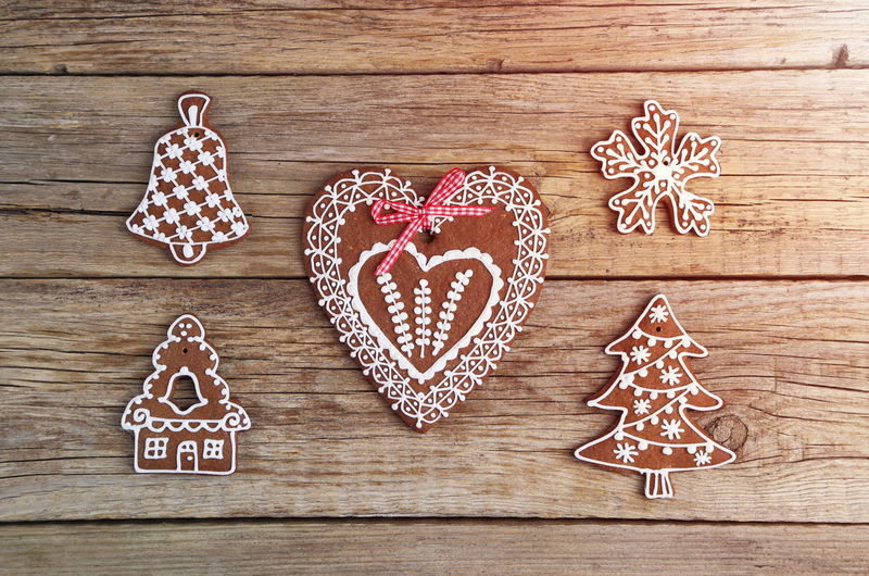 Christmas Decoration Gingerbread Cookies Shapes Food Love Homemade Heart Shape Wood - Material Cookie Gingerbread Cookie Baked Design No People Sweet Food Indoors  Positive Emotion Shape Food And Drink Still Life Directly Above Creativity Emotion Icing