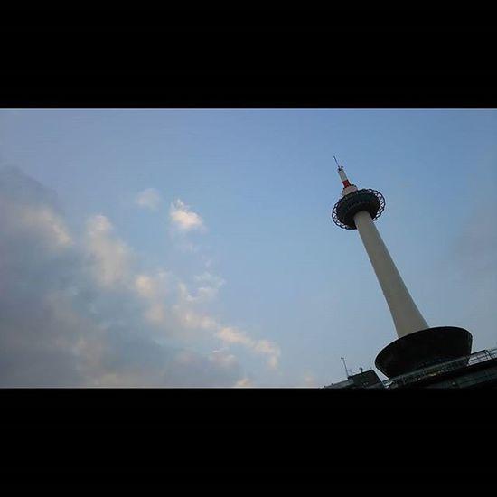 今日もおつかれさまでした。 空 Sky イマソラ Team_jp_ Japan Instagood 景色 Scenery 自然 Nature Icu_japan Ig_japan Jp_gallery Japan_focus Sunset Sunsets Sunsetlovers Skylovers Rebel_sky WORLD_BESTSKY Sun_sky_world Love_all_sky Total_sky Myskynow Sky_central 京都 kyoto 夕暮れ ダレカニミセタイソラ