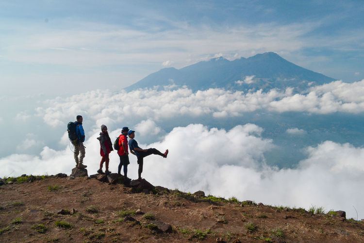 Mountain Sky Cloud - Sky Full Length Leisure Activity Real People Scenics - Nature Beauty In Nature Men Togetherness Nature Hiking Group Of People People Adventure Non-urban Scene Tranquil Scene Day Women Lifestyles Mountain Range Outdoors