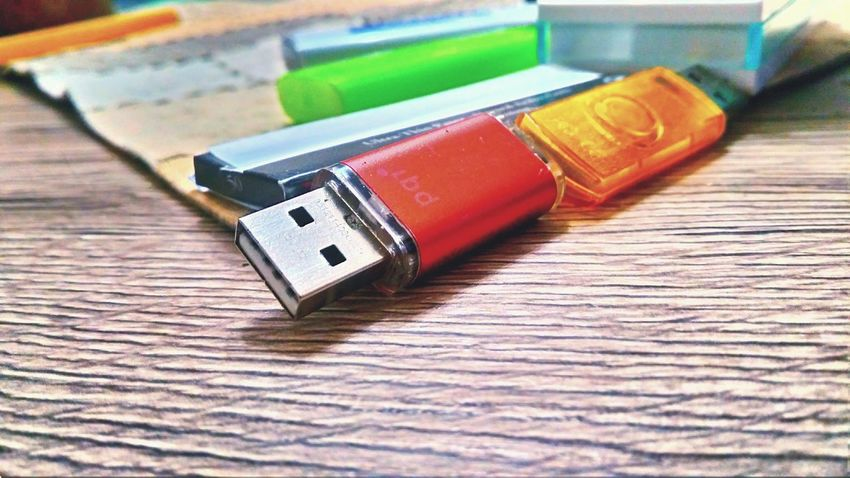 :) :) Multi Colored No People Wood - Material Close-up EyeEmPaid Indoors  Home Made Varna2017 USB USB Flash Drive Ocbpapers Preparing To Smoke Puffpuffpass Puffpuffnopas Green Lighter Lighter Smoke Time Smoke And Play Getting Inspired Varna Bulgaria Say Anything Home Sweet Home Home EyeEmNewHere Place Of Heart EyeEm Selects