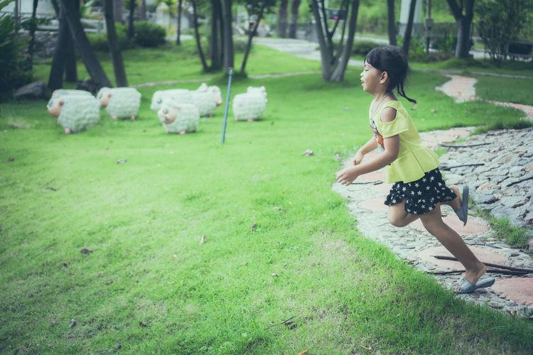 Girls run to