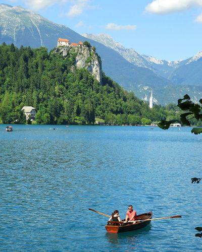 Iloveslovenia Lake Lakebled Slovenia ❤ Slovenia Bled Peopleonthestreet Mountainscape Couple Boat