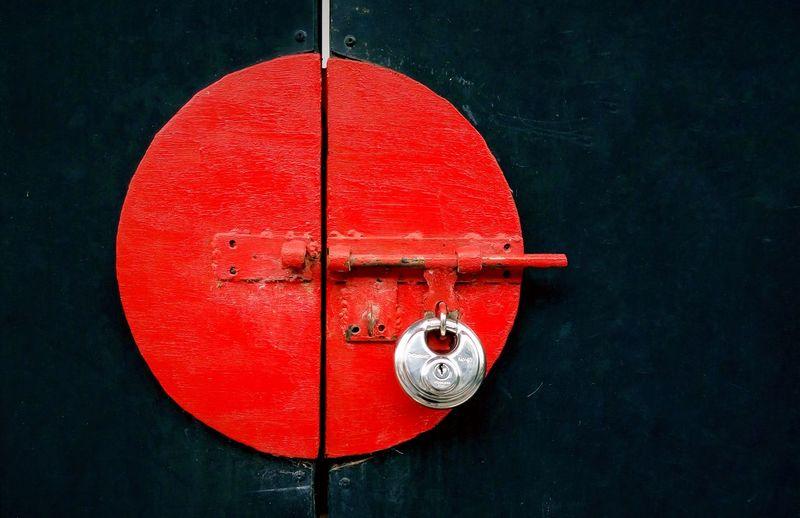Red Close-up Transportation Vibrant Color Extreme Close Up Black Background Black Argent Lock