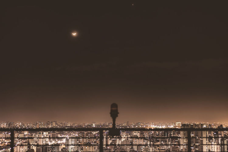 Moon , Mars and São Paulo City. Cityphoto Photography Photo Sky Cityphotography City Life Moon Mars cityscapes Photooftheday Cityscape City Lights Light CanonT5i Canon Landscapes Canon_photos Canonphotography Beautiful Eclipse Lua  Marte Eclipse Sunset Politics And Government
