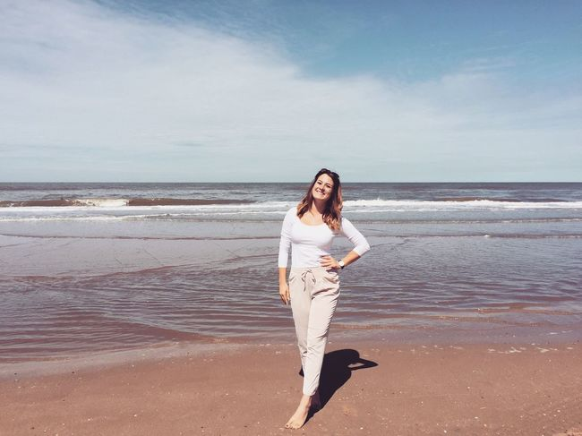 Sommergefühle Life is better at the beach❤️ Beach Life Is A Beach Sea Sand Water Horizon Over Water Outdoors People Summer Happy Smiling Brunette Sunlight Girl Schnappschüsse Thenetherlands Zandvoort
