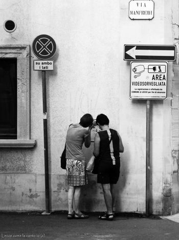 More on https://www.facebook.com/leccecomelacantoio/ Lecce Lecce - Italia Lecce City Humansoflecce Street Streetphotography People People Watching Bnw Bnw_collection Tourist Traveling Blackandwhite Street Photography
