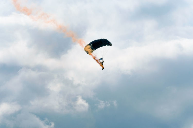 The Tigers Parachute Display Team in action at the Clacton-on-Sea Airshow 2017. Clacton-on-Sea Essex Essex Sunshine Coast Smoke Tigers Parachute Display Team Cloud - Sky Clouds Day Extreme Sports Freedom Full Length Leisure Activity Low Angle View Mid-air One Person Outdoors Parachute Parachutist Sky Stunt Person
