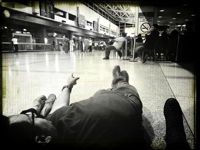 en la puta y larga espera.... Airport