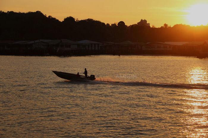 Water Taxi Brunei Darussalam Brunei Watervillage Silhouette Sunset Warm
