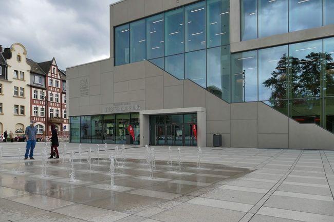 Marburg An Der Lahn Theater Unterstadt Vorplatz Architecture Building Exterior Built Structure City Day Glasfassade Modern Outdoors Real People Sky Wasserspiele Window Women