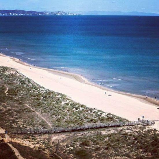 La Playa de l'Ahuir en Gandia , una playa virgen de arena fina y dorada de 2km Gandiabeach Hoteltresanclas Hotel3anclas