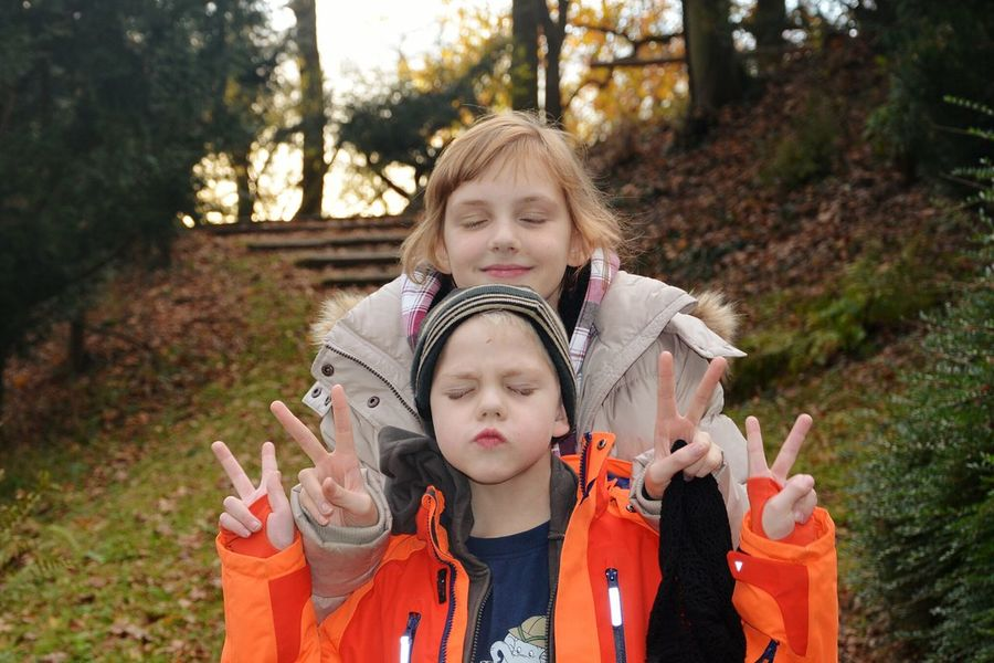 Unterwegs... Child Children Only Girls Front View People Childhood Outdoors Standing Cute Two People Day Nature Human Body Part Lustigunterwegs. Boy Love Bonding Funny Faces Fun Funtimes Real People Brother And Sister Fun! Funny Face FunTimes!
