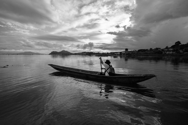 Black & White EyeemPhilippines FUJIFILM X-T1 Travel Photography Blackandwhite Boat Cloud - Sky Fujifilm Fujifilm_xseries Fujifilmphilippines Monochrome Monochrome Photography Outdoors People Real People Rowing Sailing Samyang 12mm F2 Sky Water Waterfront