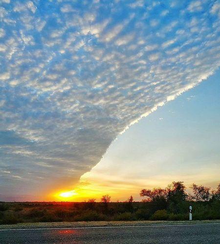 Закат прекрасен осенью у нас... Astrakhan Astrakhan_tourism Helloastrakhan My_astrakhan YouAst Instrakhan Sky Clouds Sunset Vscocam Samsung Galaxynote4 Photorussia