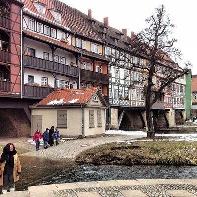 A bridge made of houses Whereschesa