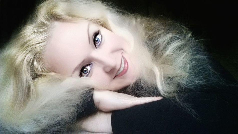 Just a selfie It's Me It's Me! Selfıe Selfie ✌ Self Portrait Samsung PhonePhotography Phone Samsung Galaxy S4 Black Background Fashion Model Beauty Beautiful Woman Beautiful People Studio Shot Looking At Camera Human Face